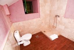Ванная комната. Черногория, Росе : Просторный апартамент для 2 человек, с отдельной спальней, с балконом с видом на море