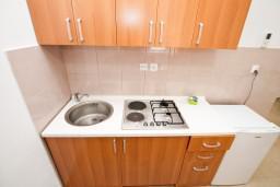 Кухня. Черногория, Жанице / Мириште : Уютная студия в Жанице в 200 метрах от моря