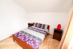 Спальня 2. Черногория, Жанице / Мириште : Апартамент с отдельной спальней, с балконом с видом на море