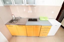 Кухня. Черногория, Жанице / Мириште : Студия с балконом с видом на море