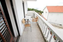 Балкон. Черногория, Жанице / Мириште : Апартамент для 4-6 человек, 2 отдельные спальни, с балконом с видом на море