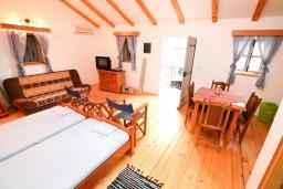 Студия (гостиная+кухня). Черногория, Радовичи : Студия в Радовичи с балконом