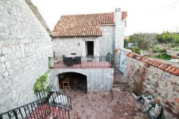 Фасад дома. Черногория, Радовичи : 2-х этажная вилла с просторной гостиной и 2-мя спальнями