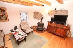 Гостиная. Черногория, Радовичи : 2-х этажная вилла с просторной гостиной и 2-мя спальнями