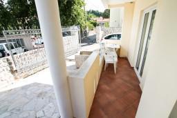 Балкон. Черногория, Радовичи : Апартамент с отдельной спальней на вилле  с бассейном