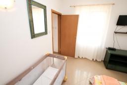 Спальня. Черногория, Радовичи : Апартамент в Радовичи с отдельной спальней