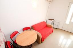 Гостиная. Черногория, Радовичи : Апартамент в Радовичи с отдельной спальней