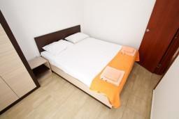 Спальня. Черногория, Радовичи : Апартамент с отдельной спальней в Радовичи на вилле с байссейном
