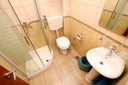 Ванная комната. Черногория, Радовичи : Апартамент с отдельной спальней в Радовичи на вилле с байссейном