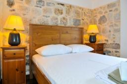 Спальня. Черногория, Пераст : Роскошная вилла с бассейном, патио и барбекю, 4 спальни, 3 ванные комнаты, парковка, Wi-Fi