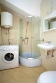 Ванная комната. Черногория, Герцег-Нови : Апартамент на вилле с бассейном, с гостиной, отдельной спальней и балконом с видом на море