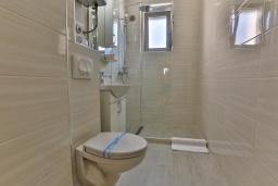 Ванная комната. Черногория, Сутоморе : Двухместный номер с видом на море