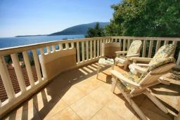 Балкон. Черногория, Герцег-Нови : Апартамент Кала с видом на море