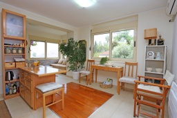 Гостиная. Черногория, Герцег-Нови : Апартамент в 200 метрах от пляжа, с гостиной и отдельной спальней