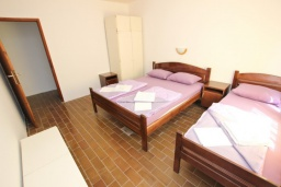 Спальня. Черногория, Бечичи : Апартамент для 10-12 человек, c 2-мя гостиными, 4-мя отдельными спальнями, 2-мя ванными комнатами и 2-мя балконами