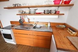 Кухня. Черногория, Бечичи : Апартамент для 10-12 человек, c 2-мя гостиными, 4-мя отдельными спальнями, 2-мя ванными комнатами и 2-мя балконами