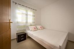 Спальня. Черногория, Бечичи : Апартамент с большой гостиной, тремя спальнями и балконом