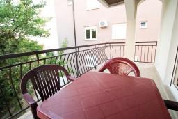 Балкон 2. Черногория, Игало : Апартамент для 6 человек с двумя отдельными спальнями, с двумя террасами и видом на море