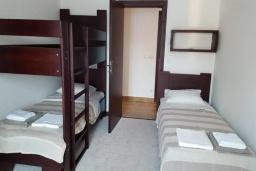 Спальня 3. Черногория, Костаньица : Роскошный апартамент для 6 человек с тремя спальнями и бассейном, 10 метров до пляжа