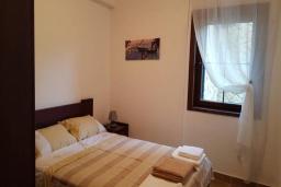 Спальня 2. Черногория, Костаньица : Роскошный апартамент для 6 человек с тремя спальнями и бассейном, 10 метров до пляжа