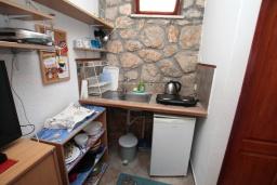 Студия (гостиная+кухня). Черногория, Нивице : Студия с террасой и видом на море, 10 метров до пляжа