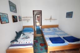 Спальня. Черногория, Нивице : Апартамент с 1 спальней и балконом с шикарным видом на море, 10 метров до пляжа