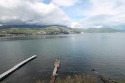Вид на море. Черногория, Нивице : Апартамент с 1 спальней и балконом с шикарным видом на море, 10 метров до пляжа