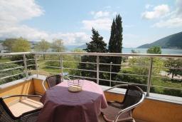 Балкон. Черногория, Игало : Студия в 30 метрах от пляжа и балконом с видом на море