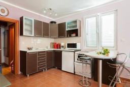 Черногория, Дженовичи : Апартамент в 100 метрах от пляжа с гостиной, отдельной спальней и балконом