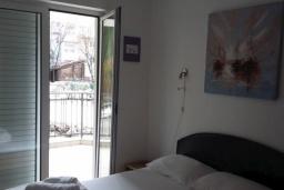 Спальня. Черногория, Дженовичи : Апартамент в 100 метрах от пляжа с гостиной, тремя спальнями и террасой