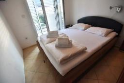 Спальня 2. Черногория, Дженовичи : Апартамент в 100 метрах от пляжа с гостиной, тремя спальнями и балконом