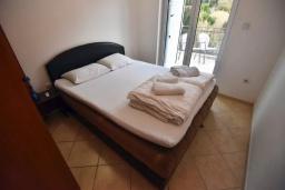 Спальня 3. Черногория, Дженовичи : Апартамент в 100 метрах от пляжа с гостиной, тремя спальнями и балконом