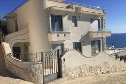 Фасад дома. Черногория, Ульцинь : Прекрасная вилла с бассейном и видом на море, 4 спальни, 3 ванные комнаты, парковка, Wi-Fi
