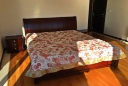 Спальня. Черногория, Ульцинь : Прекрасная вилла с бассейном и видом на море, 4 спальни, 3 ванные комнаты, парковка, Wi-Fi
