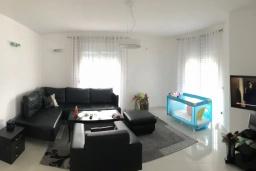 Гостиная. Черногория, Сутоморе : Уютная вилла с зеленым двориком и барбекю, 5 спален, 2 ванные комнаты, парковка, Wi-Fi