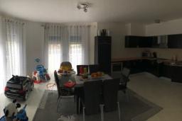 Кухня. Черногория, Сутоморе : Уютная вилла с зеленым двориком и барбекю, 5 спален, 2 ванные комнаты, парковка, Wi-Fi