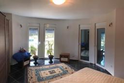 Спальня 2. Черногория, Сутоморе : Уютная вилла с зеленым двориком и барбекю, 5 спален, 2 ванные комнаты, парковка, Wi-Fi