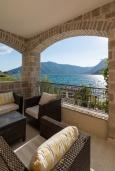 Балкон. Черногория, Рисан : Роскошная вилла с бассейном и видом на море, 7 спален, барбекю, Wi-Fi