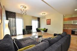 Гостиная. Черногория, Доброта : Современный апартамент с большой террасой с джакузи и видом на море, просторная гостиная, 2 спальни