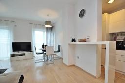 Гостиная. Черногория, Доброта : Современный апартамент с террасой и видом на море, с гостиной и 2-мя спальнями
