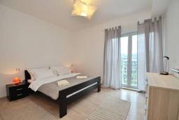 Спальня 2. Черногория, Доброта : Современный апартамент с террасой и видом на море, с гостиной и 2-мя спальнями