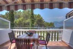 Балкон. Черногория, Святой Стефан : Двухуровневые апартаменты на 5 персон, 2 спальни, с видом на море