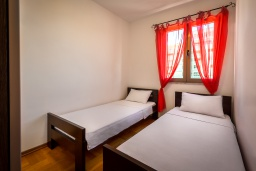 Спальня 2. Черногория, Будва : Апартамент с большой гостиной, тремя спальнями и балконом