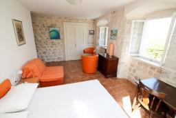 Спальня. Черногория, Прчань : Апартамент для 4-6 человек, 2 отдельные спальни, возле моря