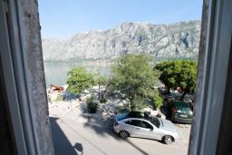 Вид на море. Черногория, Прчань : Апартамент для 4-6 человек, 2 отдельные спальни, возле моря
