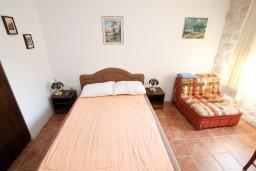 Спальня 2. Черногория, Прчань : Апартамент для 4-6 человек, 2 отдельные спальни, возле моря