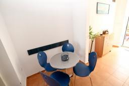 Кухня. Черногория, Рисан : Студия для 2-3 человек, с общей террасой, 30 метров до моря