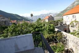 Вид. Черногория, Столив : Апартамент с отдельной спальней, с балконом с видом на залив, 20 метров до моря