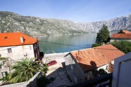 Вид на море. Черногория, Столив : Апартамент с отдельной спальней, с балконом с шикарным видом на залив, 20 метров до моря