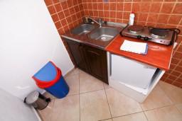 Кухня. Черногория, Столив : Студия с террасой, 20 метров до моря